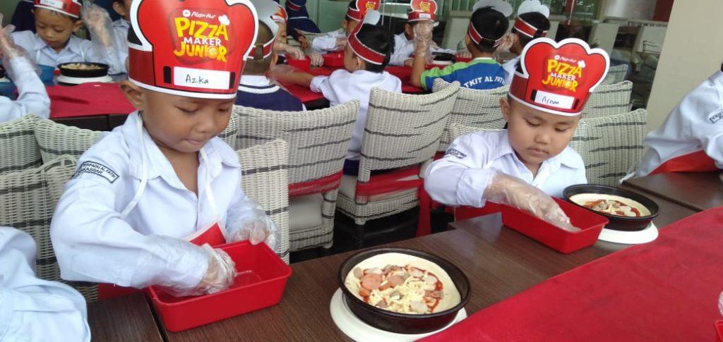 Koki Cilik Beraksi di Pizza Hut