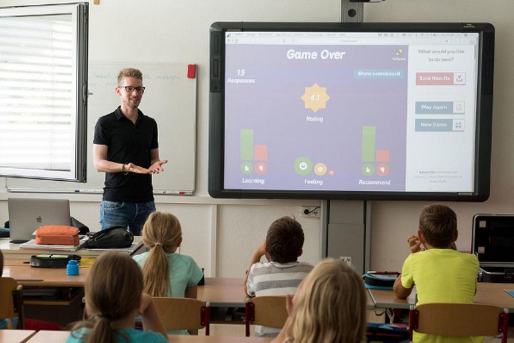 Guru Tidak Boleh Alergi Teknologi