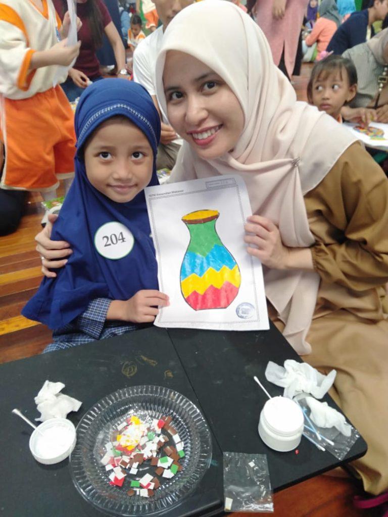 Ananda Aisha kelas B3 bersama bunda mewakili TKIT Al Fatih, mendapat juara favorit IV