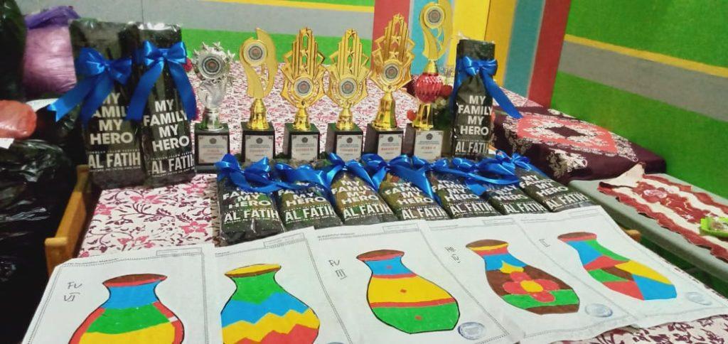 Mendapat hadiah tambahan dari SIT Al Fatih Makassar. Tas cantik my family my hero