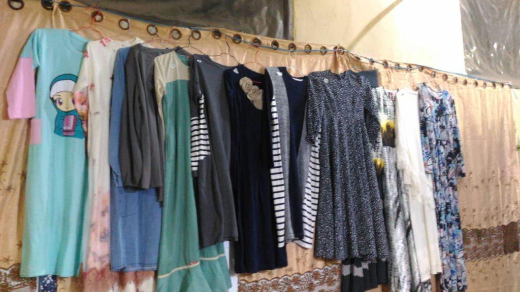 Meskipun barang sumbangan, namun jualan di bazar amal banyak barang baru dari toko