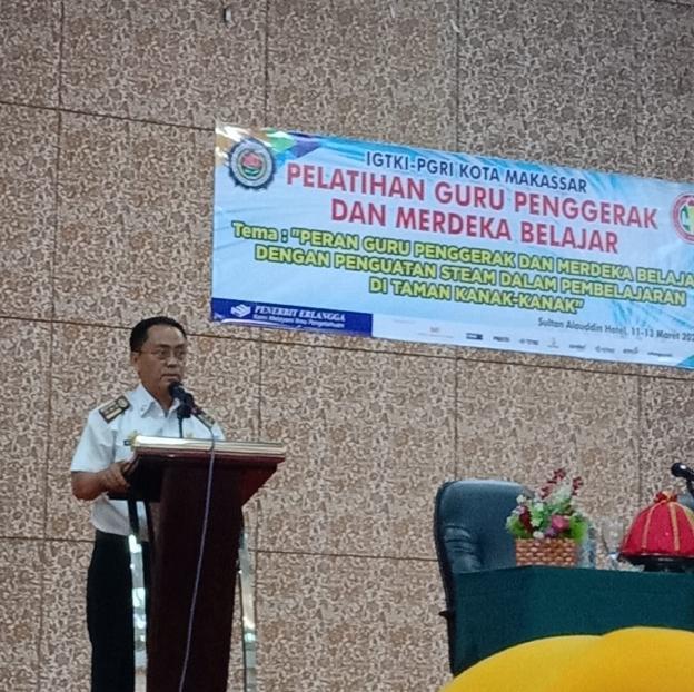 Bapak Kepala Dinas Pendidikan Kota Makassar: Abd Rahman Bando,S.P.MSi memberikan sambutan